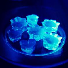 Glow in the Dark Jello Shots 2 cups Tonic Water 1 Packet of Blue Jello 3/4 cups Coconut Rum 1/4 cup Vodka