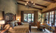 Colores deco guest rooms con techo de madera