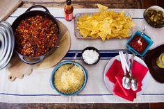 Mexicaans avondje? Iedereen kan zijn chili con carne zelf afmaken. Leuk voor de kinderen! - recept - Allerhande
