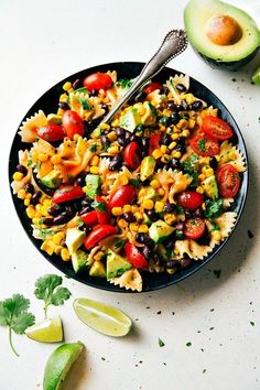 delicious and super simple mayo-free Tex Mex Pasta Salad with corn, black beans, cherry tomatoes, and avocados. An easy Catalina dressing tops this salad. Best Pasta Salad, Pasta Salad Recipes, Tex Mex, Cilantro, Catsup, Healthy Party Snacks, Corn Pasta, Corn Chicken, Avocado