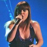 Kelly Clarkson Covers Trisha Yearwood's 'Walkaway Joe'