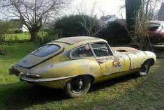 Jaguar E-Type barn find Classic Motors, Classic Cars, Armadura Ninja, Supercars, Jaguar Type E, Junkyard Cars, Automobile, Rusty Cars, British Sports Cars