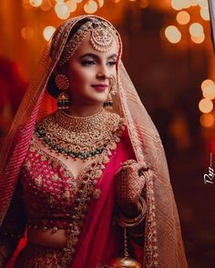 Gorgeous Oversized Jewellery Pieces That We Spotted On Real Brides! Indian Bridal Outfits, Indian Bridal Makeup, Indian Bridal Wear, Indian Bridal Jewelry, Wedding Jewelry, Indian Wear, Bridal Poses, Bridal Photoshoot, Wedding Poses