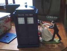 Tardis cake topper....this is too freakin' awesome!
