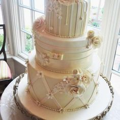 Beautiful wedding cake—lots of lovely details❣ elegantcheesecakes.com