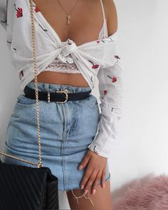 Pin by Sabina Asllani on Outfits in 2019 Sunday Outfits, Holiday Outfits, Spring Outfits, Trendy Outfits, Foto Fashion, Girl Fashion, Fashion Outfits, Female Fashion, Modest Fashion