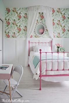 Feminine cottage bedroom.