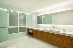 Apartamento BM (Ipanema – RJ, 2007) / MPGAA - Miguel Pinto Guimarães Arquitetos Associados