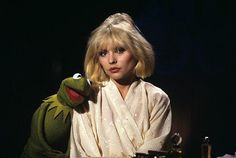 Debbie Harry hanging with Kermit the Frog The Muppet Show 1979