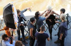 Fashion Collaboration: Vanity-Fair-photoshoot-in-set-NYC-lady-gaga-25295209-2560-1671.jpg (2560×1671)
