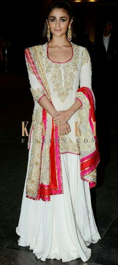 Must have Bollywood style! Find a style match to the celebrity look of your… Eid Outfits, Ethnic Outfits, Pakistani Outfits, Indian Outfits, Indian Attire, Indian Wear, Sharara Designs, Indie, Desi Clothes