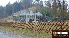 Lovecký plot z frézované půlkulatiny