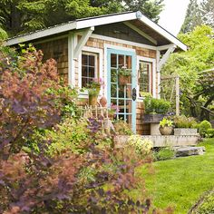 This backyard shed's design is a nod to the property's farmhouse. But beyond its charming shake siding and robin's egg blue door, the design is practical and savvy. Better Homes And Gardens, Bar Design, Shed Design, Fence Design, Garden Design, Cottage Design, Cottage Style, Spas, Farmhouse Sheds