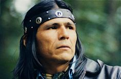 Dennis Banks (born April a Native American leader, teacher, lecturer, activist and author, is an Anishinaabe born on Leech Lake Indian Reservation in northern Minnesota. Banks is also known as Nowa Cumig (Naawakamig in the Double Vowel System) Native American Wisdom, Native American History, Native American Indians, American Symbols, First Nations, Buffy, Civil Rights Leaders, Native Indian, Indian Tribes
