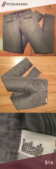 H&M girls gray jeans These jeans have been worn more than once. No stains or rips. Comfy material. One zipper pocket on each side in the front. Skinny fit. In good condition. H&M Bottoms Jeans