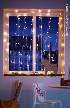 Original, cosy et étincelant, donnez à vos fenêtres une touche magique pendant les fêtes et optez pour une sensation de chaleur à la maison avec un rideau de lumière ! Laissez-vous inspirer par nos idées pour égayer vos fenêtres durant les fêtes ! Guirlande luminieuse SÄRDAL #IKEABE #IdéeIKEA  Original, cosy and sparkly, add a magical touch to your windows for the holidays with a light curtain! Get inspired by our 3 ideas to festively light up your windows! #IKEABE #IKEAidea