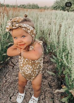 Cute Little Baby, Little Babies, Baby Kids, Cute Baby Girl Outfits, Cute Baby Clothes, Stylish Baby Girls, Newborn Girl Outfits, Baby Girl Newborn, Baby Baby