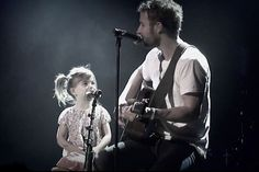 Dierks Bentley invites his daughter to sing with him on stage. TOO CUTE