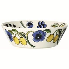 The lovely Paratiisi bowl from Arabia is designed by Birger Kaipiainen, it has a beautiful design with a rich pattern and colors. Set the table with this fine bowl and combine it with other stylish pieces from the Paratiisi series to create a welcoming table setting.