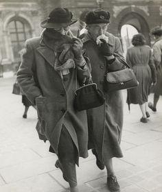British tourists in Paris, 1963 by Louis Stettner