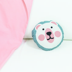 Create your own cute bear cushion. Here you will find the tutorial and all the materials you need. Marker, Pillow Inspiration, Ladder Stitch, Straight Stitch, Cushions, Pillows, Thimble, Cute Bears, Creative