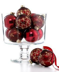 Dark red gold Christmas ornaments as centerpieces Gold Christmas Tree, Christmas Ornament Sets, Xmas Ornaments, Christmas Colors, Beautiful Christmas, Christmas Themes, Christmas Holidays, Christmas Bulbs, Merry Christmas