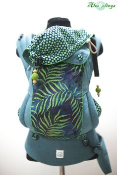 Aloe slings soft structured carrier. Full buckle. Tweeny tot size. Includes pouch. via slingOmonkey. Click on the image to see more!