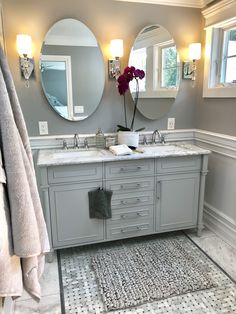 Bathtub Remodel, Diy Bathroom Remodel, Bathroom Renos, Bathroom Remodeling, Home Remodeling, Gray And White Bathroom, Grey And White, Grey Bathrooms, Small Master Bath