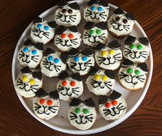 Kitty cupcakes ☜♥☞  http://www.catster.com/lifestyle/cat-cupcakes-the-cutest-cupcakes-youll-ever-see     ☜♥☞