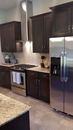 Simmons Homes Bailey Plan Kitchen Vent Hood Herringbone Backsplash 42 Custom Dark Brown Cabinetsespresso
