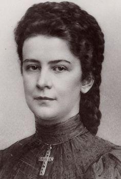 Kaiserin Elisabeth of Austria. Carl Pietzner Hoffatelier,mids-late 1890s.