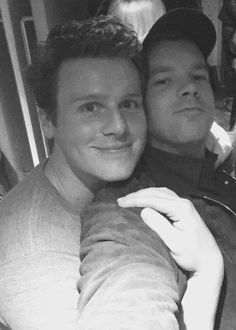 russell tovey&Jonathan Groff
