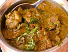Since chicken is a popular fare with non-vegetarians and the month of September celebrates this dish, we list 10 traditional Indian chicken curry recipes that you must try. Slow Cooker Recipes, Crockpot Recipes, Chicken Recipes, Recipe Chicken, Chicken Salad, Easy Recipes, South Indian Chicken Curry, Curry In A Hurry, Indian Food Recipes