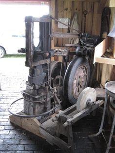 power hammer   Thread: Neat home-made power hammer
