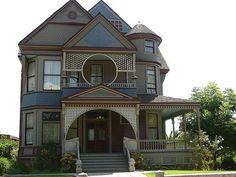 Victorian House in Echo Park by Oracio Alvarado, via Flickr