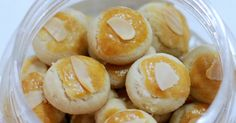 Here you go..another almond cookies for Chinese Near Year! This is different from the Sugee Almond Cookies  as the fat used is cooking oil...