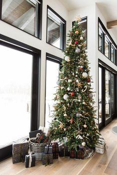 Christmas Tree Decor Merry Christmas, Magical Christmas, Modern Christmas, Christmas Colors, Christmas Home, White Christmas, Christmas Tree Decorations, Christmas Holidays, Christmas Ideas