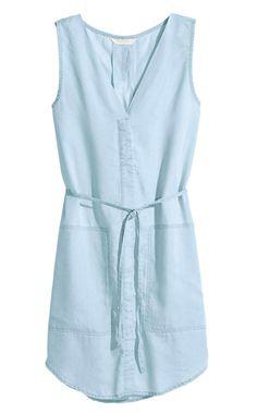 Robe en jean clair, H&M Conscious, 29,99 €.