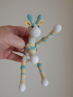 Miniature giraffe in size 20 thread by Dawn Holbrook