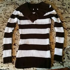 Stretchy stripe top ..brown and white Fits a size large.. stretchy! cut tags off bc they were itchy.. forgot brand name. . Real cute, especially paired with jeans!  Worn a handful of times. .great condition!  No holes,  stains , pulls or anything else.. *no trades Tops Blouses