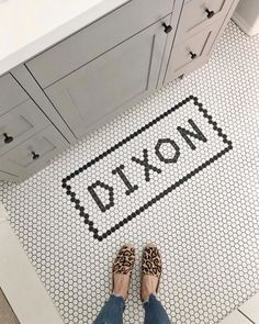 30 Wonderful Cottage Style Bathroom Ideas for a Charming and Relaxing Space - The Trending House Hex Tile, Penny Tile, Cottage Style Bathrooms, Jack And Jill Bathroom, Bathroom Floor Tiles, Bathroom Styling, Tile Patterns, Tile Design, Houses