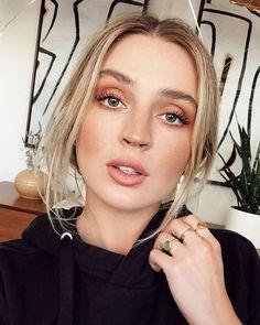 New Full Face Friday video is live fam 💕 it's a lil GRWM on this makeup look plus a major thank you for 💫💫💫💫💫 ( and thank you… Makeup Goals, Beauty Makeup, Hair Beauty, Bridal Makeup, Wedding Makeup, Makeup Inspiration, Makeup Inspo, Allana Davison, Pale Skin Makeup