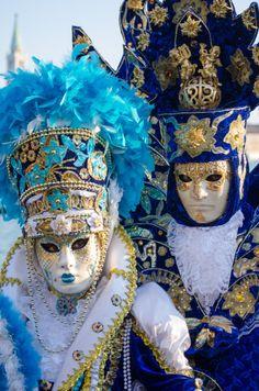 .Mascara veneciana