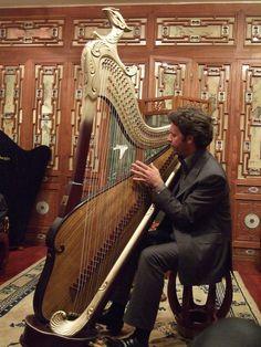 Modern Konghou harp.