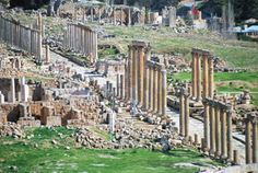 Ruins of the street columns of the Cardo Maximus iof the ancient Decapolis city of Gerasa (modern day Jerash, Jordan.