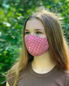 How to Make a DIY Fabric Face Mask   Sewing   Be Brave and Bloom Diy Clothes Projects, Diy Sewing Projects, Arts And Crafts Projects, Sewing Hacks, Sewing Tutorials, Pleated Fabric, Lining Fabric, Sewing Patterns Free, Fabric Patterns
