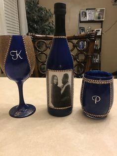 Bling wine bottle and glass set Glitter Wine Bottles, Bling Bottles, Glitter Wine Glasses, Diy Wine Glasses, Decorated Wine Glasses, Champagne Glasses, Wine Bottle Gift, Diy Bottle, Wine Bottle Crafts