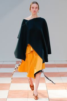 Céline - Fall 2015 Ready-to-Wear - Look 17 of 38?url=http://www.style.com/slideshows/fashion-shows/fall-2015-ready-to-wear/celine/collection/17