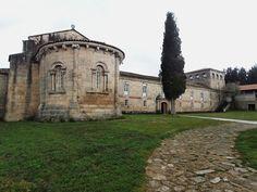 1000 Lugares en Galicia: Ribeira Sacra. Monasterio de Ferreira de Pantón. P... Iglesias, Romania, Pantone, Spain, Cottage, Mansions, House Styles, Temples, Romanesque Art