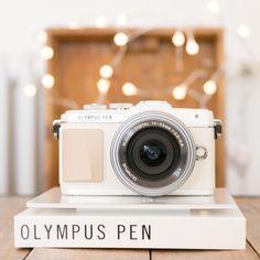 OLYMPUS PEN E-PL7 // White